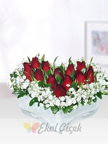 Kalp Camda Kırmızı Güller