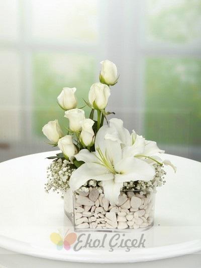 Kalp Lilyum ve Beyaz Güller