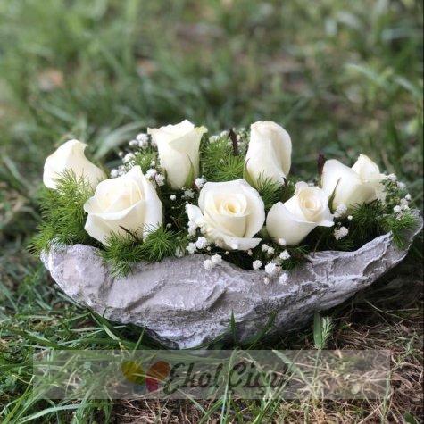 Kayıkta Beyaz Güller