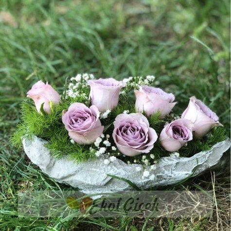 Kayıkta Lila Güller