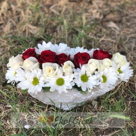 Kayıkta Papatya ve Güller