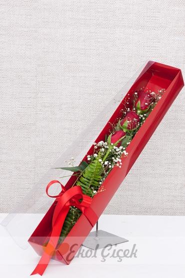 Kutuda 3 Adet Kırmızı Gül